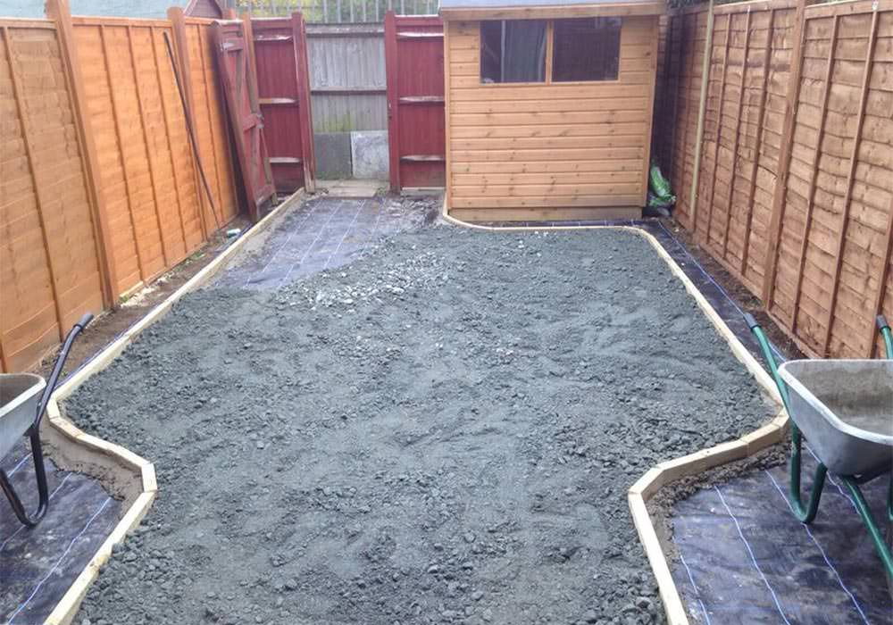 Installing groundworks artificial grass lawn