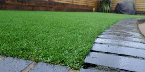 Low maintenance garden ideas perfect grass ltd for Low maintenance garden edging