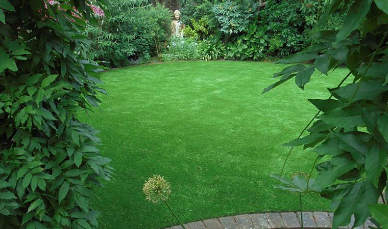 Garden In Sidcup Adds Fake Grass   Perfect Grass Ltd