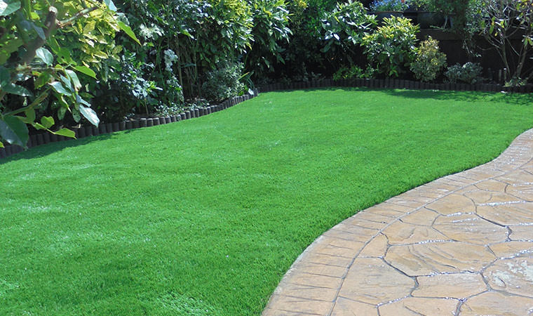 Garden lawn makeover in bexleyheath perfect grass ltd for Pretty grass