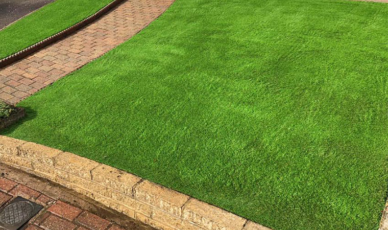Front garden lawn on slope_artificial grass