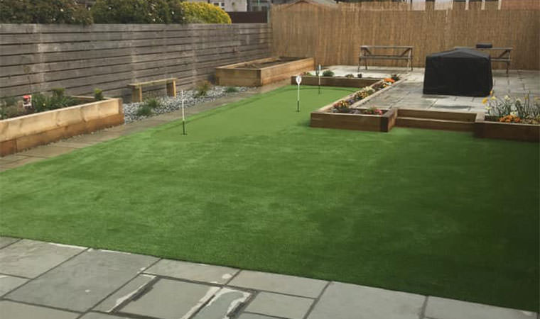 Artificial grass golf putting green installed