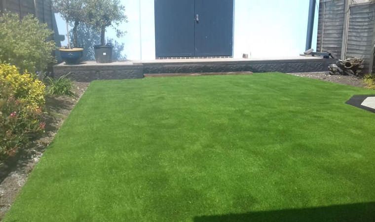Abbeywood lawn clean lines
