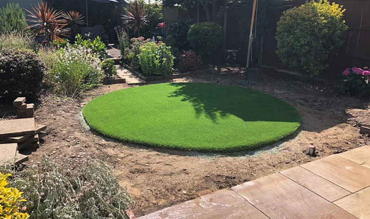 Artificial grass centrepiece