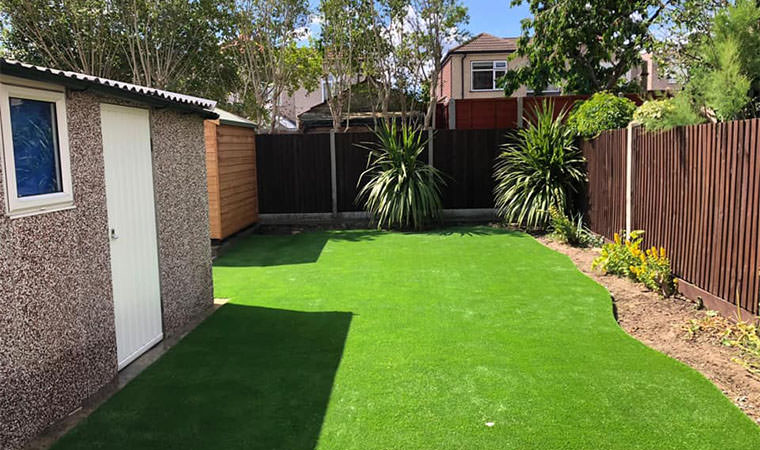 Sidcup lawn with curved edge
