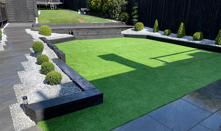 Well installed artificial lawn